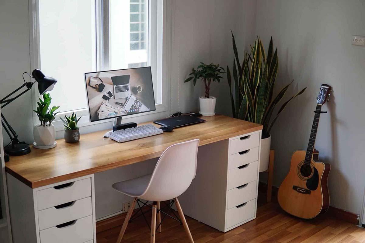 Không gian gọn gàng hơn nhờ mẫu bàn làm việc có nhiều ngăn kéo