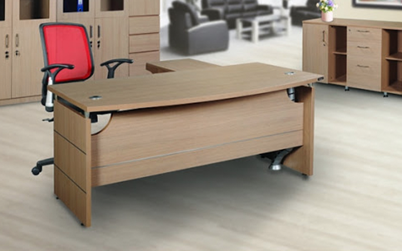 Bàn làm việc gỗ văn phòng kết hợp với ghế lưới chân xoay